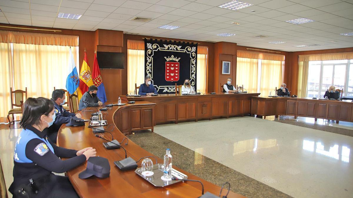 Reunión de Dolores Corujo con los responsables del Cuerpo General de la policía autonómica.