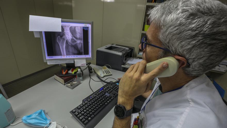Sanidad invierte 2,2 millones en ordenadores, portátiles, webcam y auriculares para los centros de salud