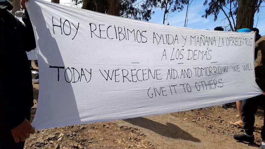 Los tinerfeños se unen a los migrantes de Las Raíces para protestar