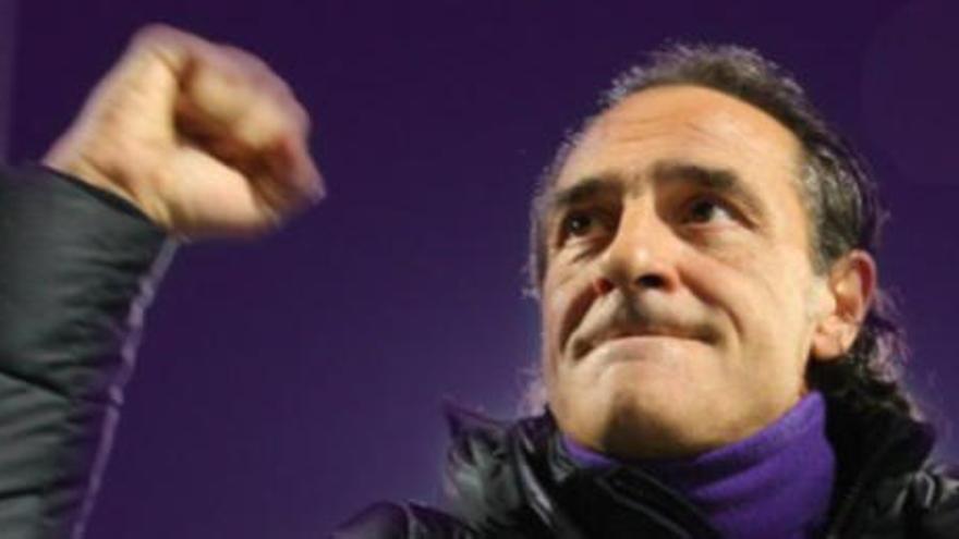 Prandelli ve a Cutrone en el Valencia