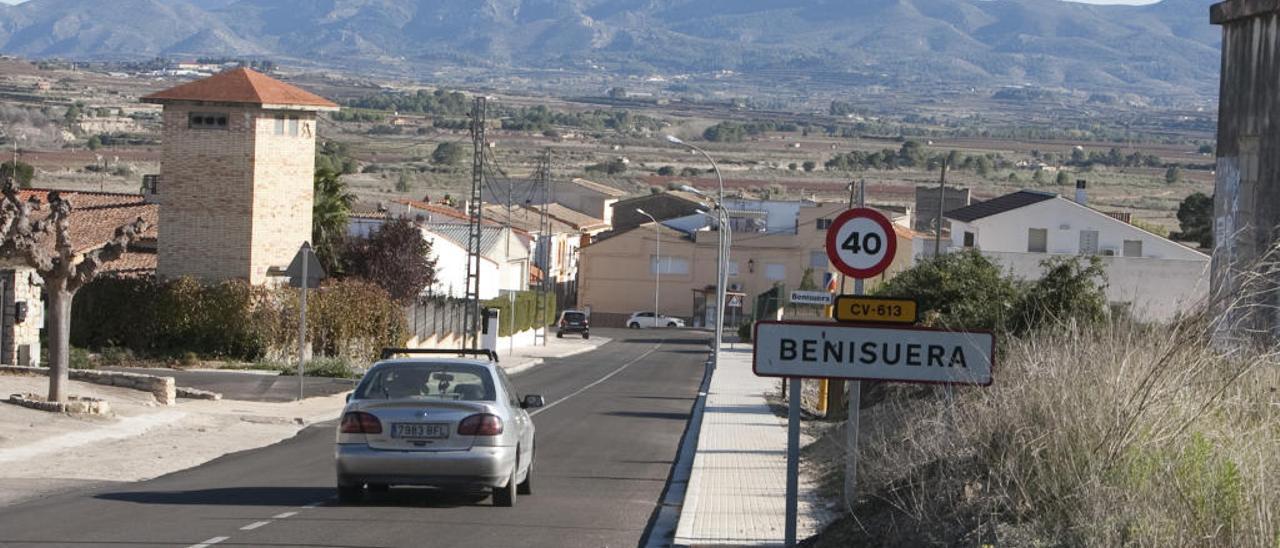 Acceso a la población de Benissuera (la Vall d'Albaida), de 180 habitantes.