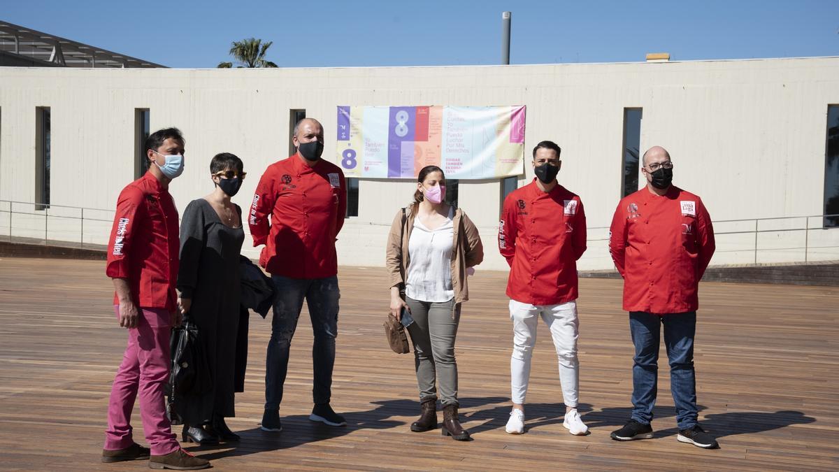 La Diputación entrega las chaquetas rojas a cocineros de Málaga