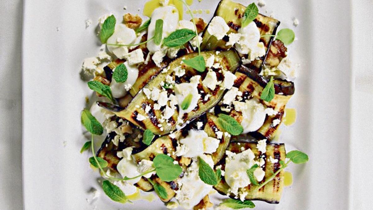 Einfach und schmackhaft: Die Aubergine bietet viele Geschmacksnuancen, hier mit Kreuzkümmel und Ras el-Hanout.