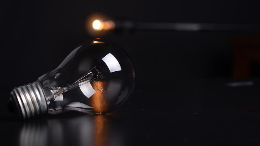 Una familia avilesina suma ya 22 días sin luz por un falso fraude eléctrico