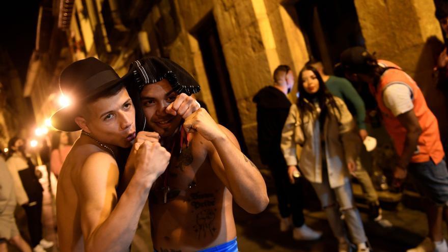 Fin del estado de alarma en Asturias: los jóvenes toman la calle