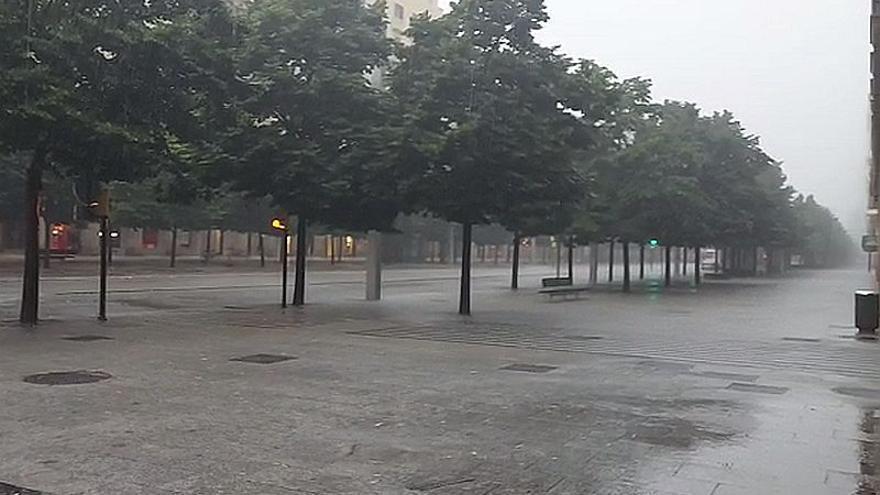 Paseo Independencia de Zaragoza durante una intensa tormenta