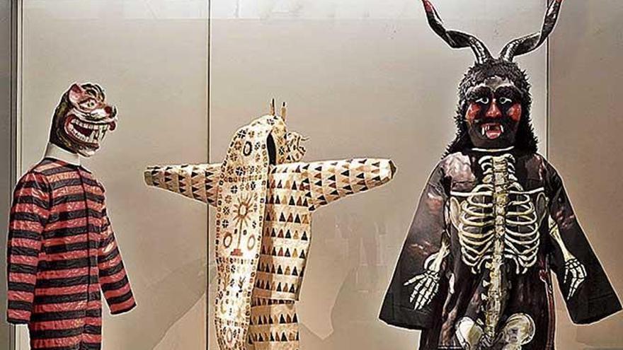Un 'dimoni' en el Museo del Traje