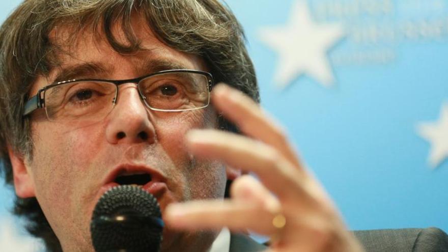 """Puigdemont insta Rajoy i la UE a obrir """"una nova etapa de negociació"""" si el 21-D guanyen els independentistes"""
