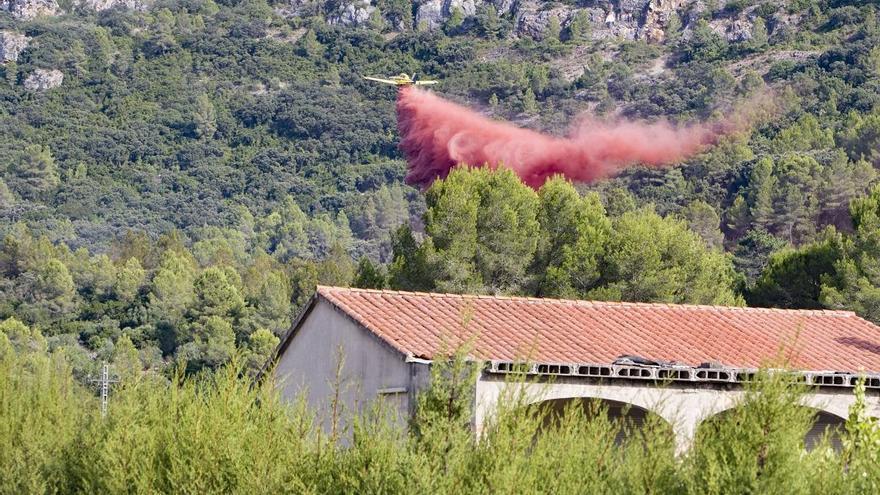 El incendio de Simat-Barx arrasa casi dos hectáreas y también quema una pequeña plantación de marihuana