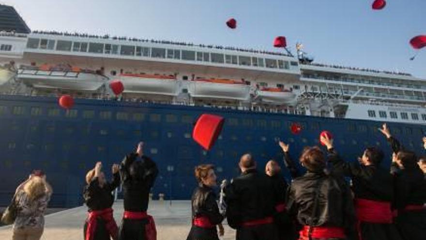 El Puerto recuperará  en 2019 las escalas de  la naviera Pullmantur