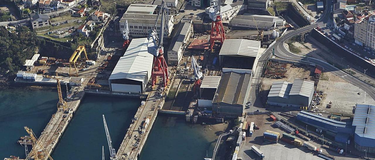 Vista aérea de las instalaciones de Astilleros San Enrique, con la concesión del Puerto.