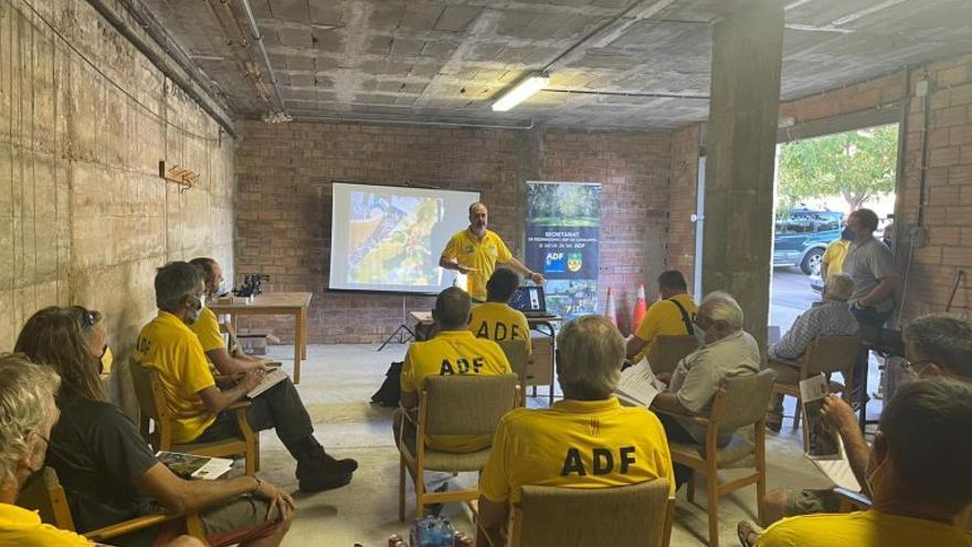 Les ADF del Berguedà estrenen set emissores per comunicar-se amb els cossos d'emergència