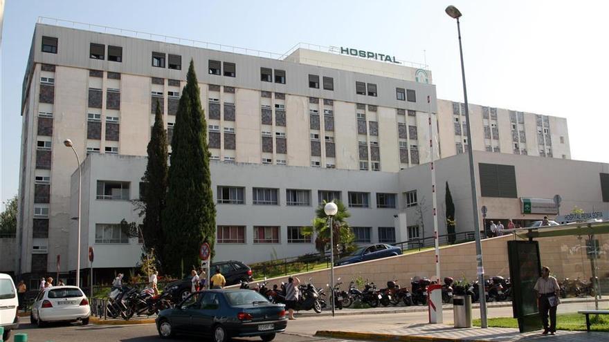 Cuatro personas heridas por un choque en una rotonda de Córdoba