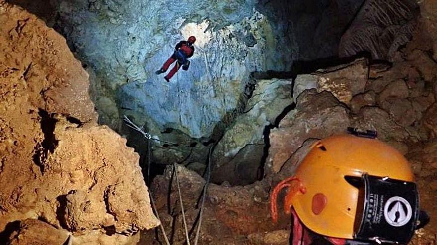 Ejercicio de rescate a 90  metros de profundidad