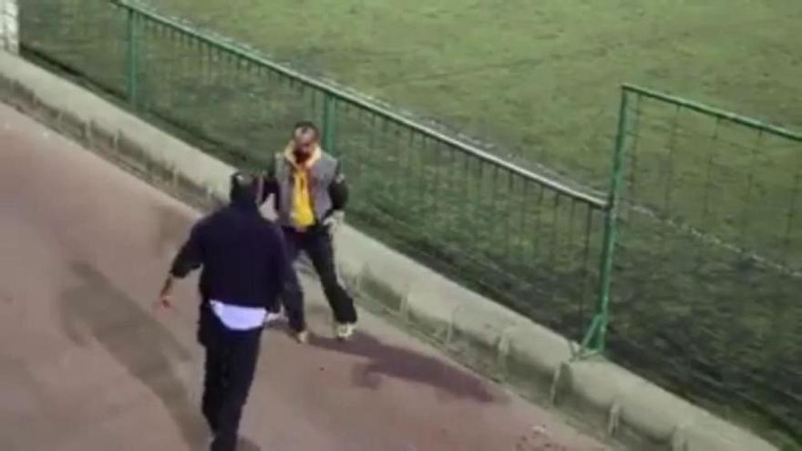 Una pelea de padres durante un partido acaba con uno de ellos en el hospital