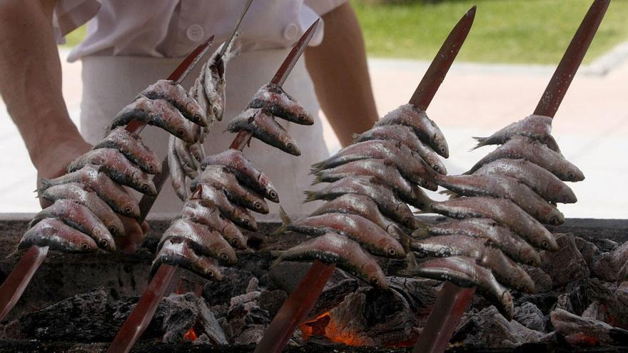 La Junta insiste en que el espeto de sardinas sea Patrimonio Cultural Inmaterial
