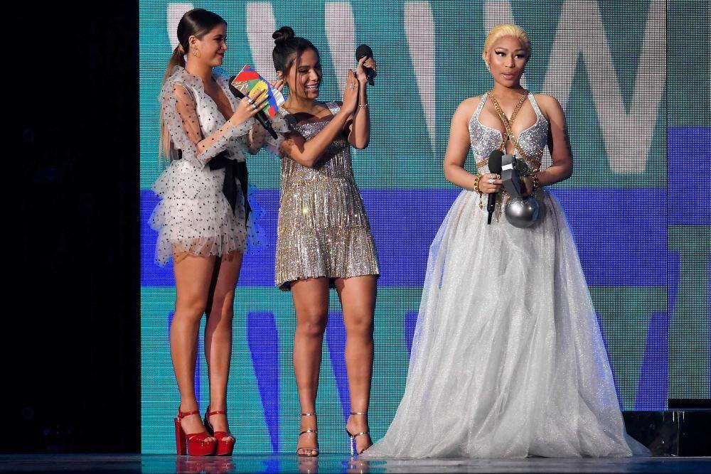 Nicki Minaj con el premio a Mejor Artista de Hip Hop. LLUIS GENE / AFP
