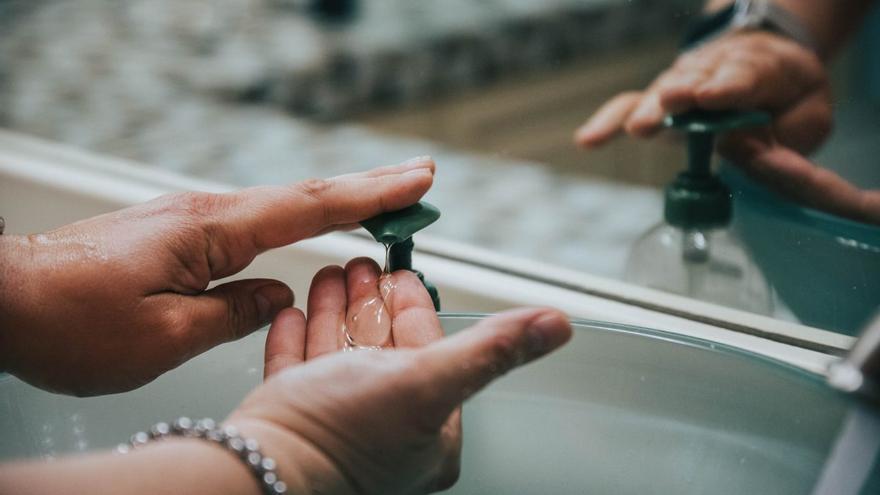 Dispensadores de jabón para lavarse las manos de forma higiénica y cómoda
