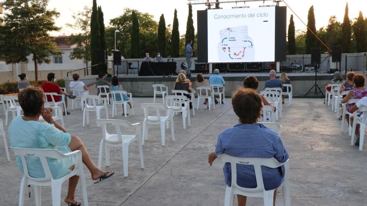Lokímica imparte charlas prácticas para aumentar la colaboración ciudadana en el control de plagas.