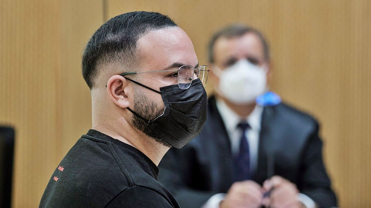 El monitor acusado de abusos sexuales a menores, ente ellos su sobrino, el pasado martes durante el juicio en su contra.     ÁNGEL MEDINA G. / EFE