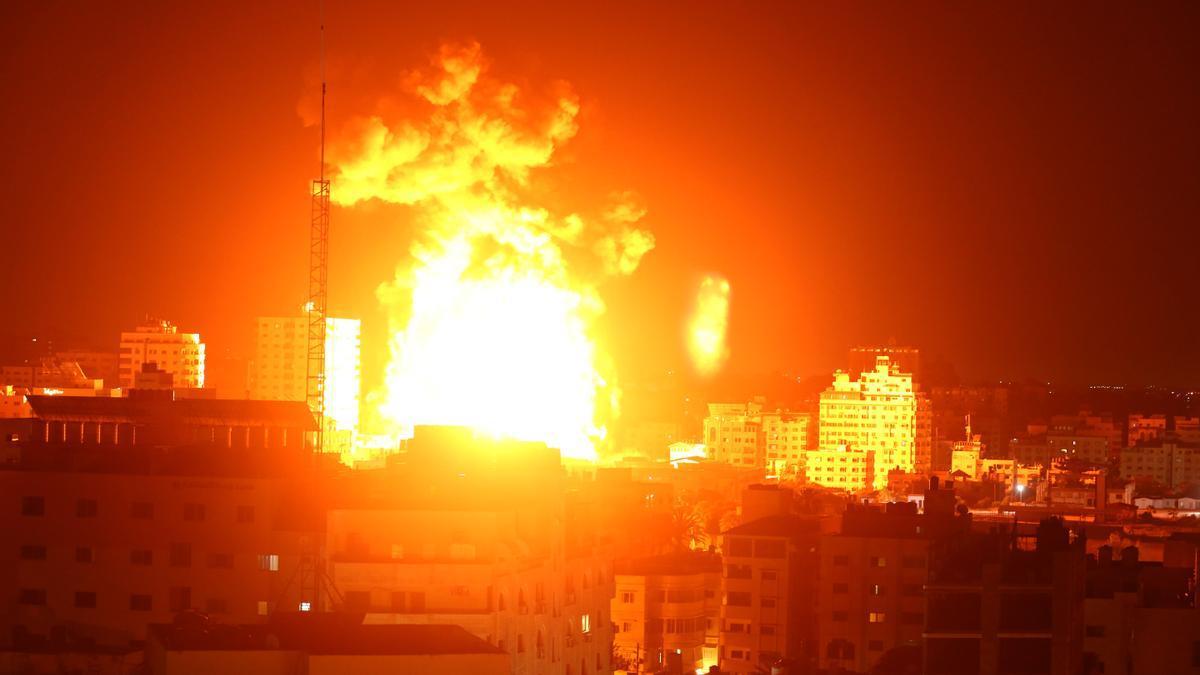 Gaza, en llamas tras impactar un cohete israelí