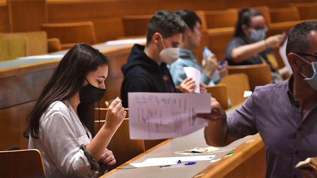 Alumnos realizan las pruebas de selectividad en A Coruña.