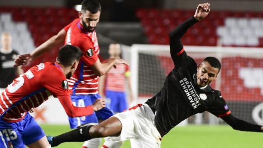 El Granada frustra el primer triunfo oscense con dos goles en la recta final