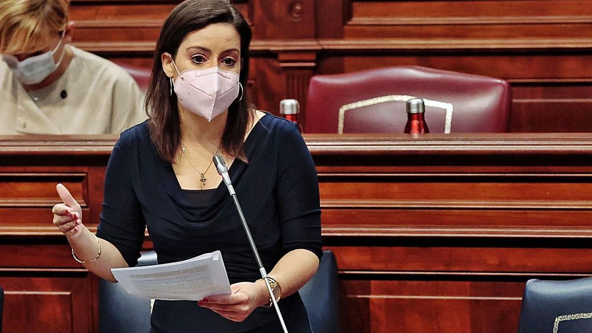Yaiza Castilla interviene en el Pleno del Parlamento de Canarias. | | MARÍA PISACA