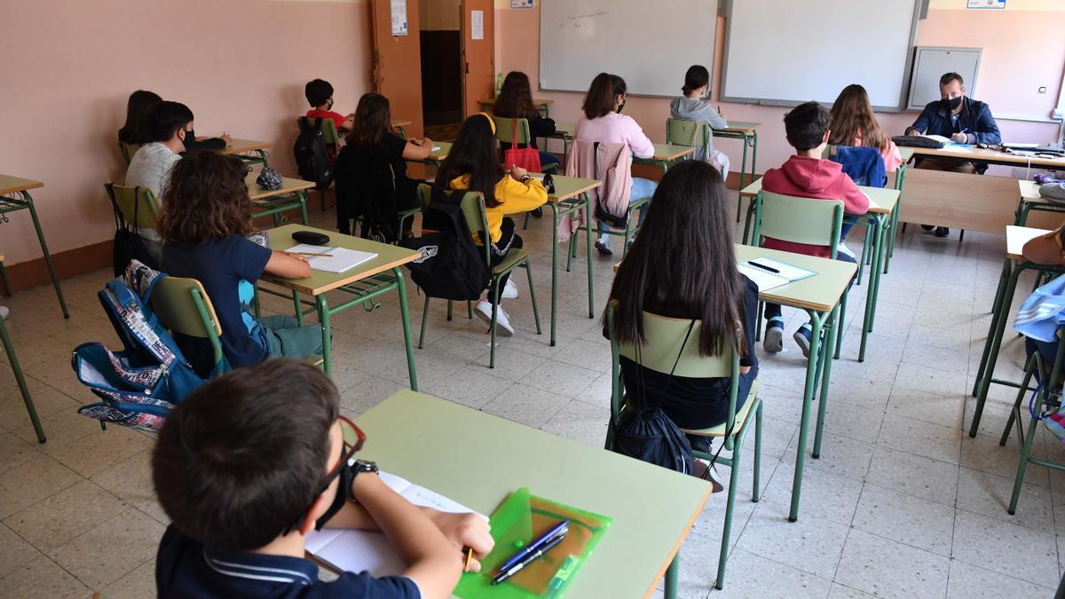 Alumnos asisten a clase en un centro educativo en A Coruña.