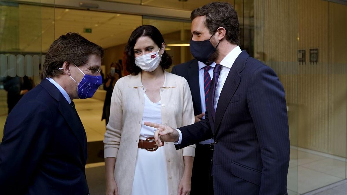 José Luís Martínez-Almeida, Isabel Díaz Ayuso y Pablo Casado en una foto de archivo.