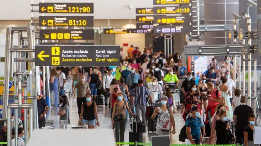 Los aeropuertos  de la C. Valenciana consolidan su despegue en agosto