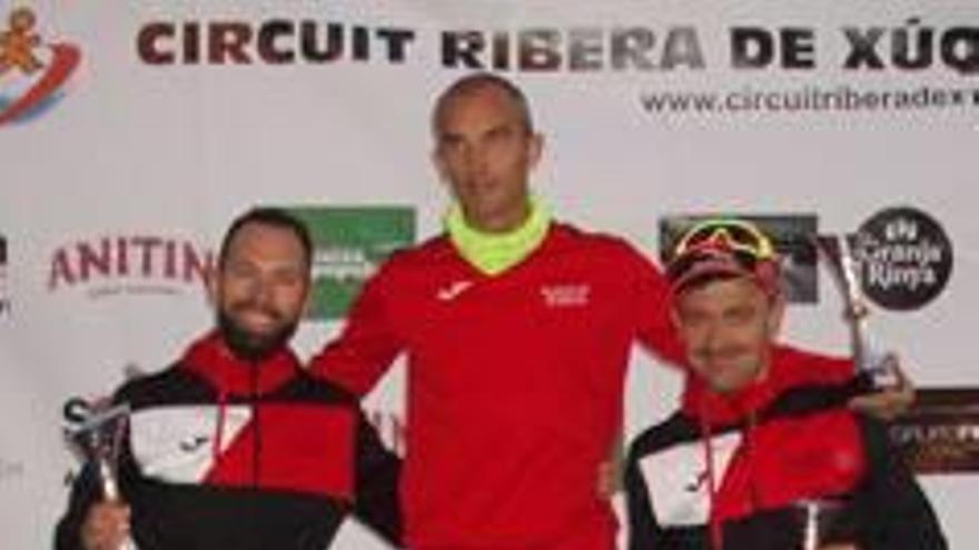 Borja Añón y Carmen Martínez vencen en la Volta a Peu a Catadau, cuarta cita del Circuit