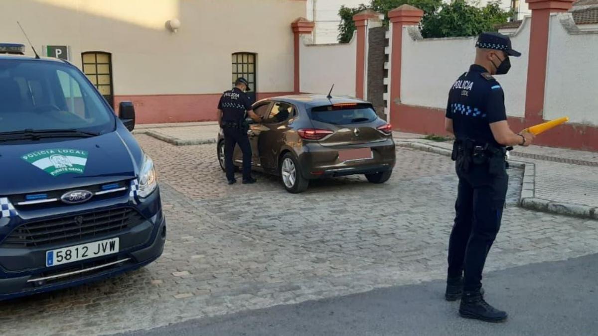 Agentes de la Policía Local, durante la campaña de controles.