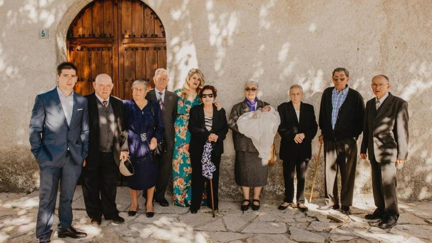 El bautizo de Sergio Hernández en compañía de sus ocho bisabuelos