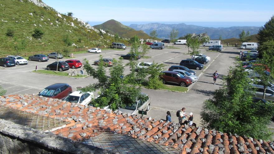 El sector turístico pide un plan de medidas que evite nuevos cierres del acceso a los Lagos de Covadonga