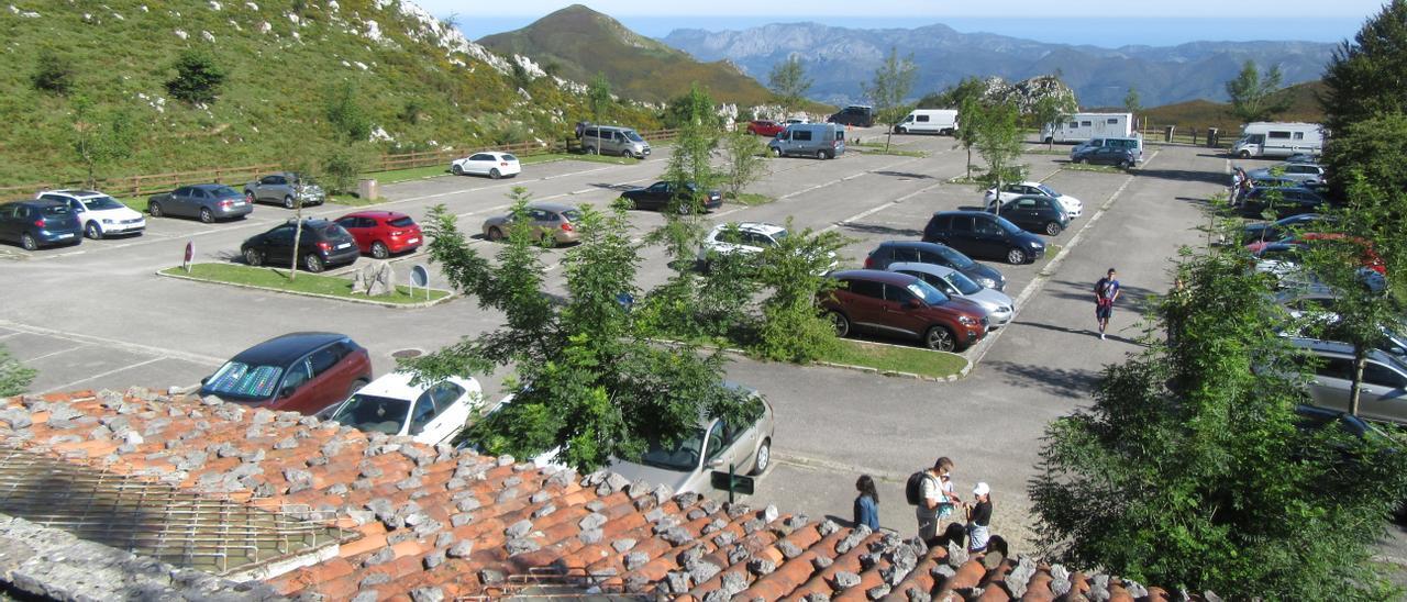 Área de estacionamiento en Los Lagos de Covadonga.