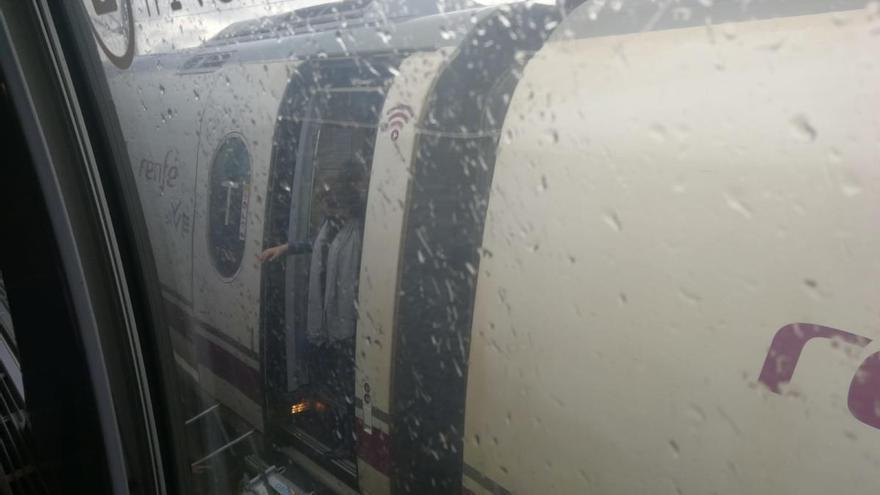 Aturat un tren AVE entre Garrigàs i Pontós per problemes tècnics