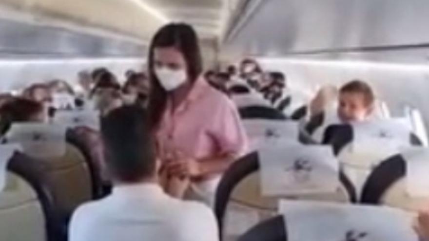 Pedida de mano de altos vuelos en Canarias