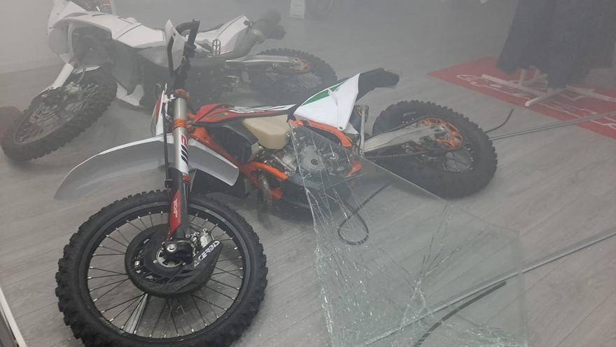 Robo con alunizaje en una tienda de motos de Siete Palmas