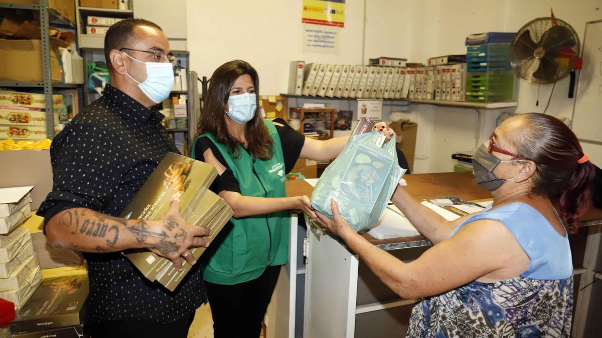 Reparto de alimentos en Lagunillas durante la pandemia