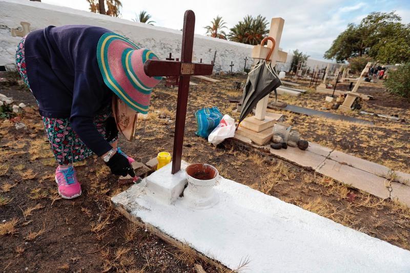 Reposición de cruces en el cementerio de San Andrés, en Santa Cruz de Tenerife.