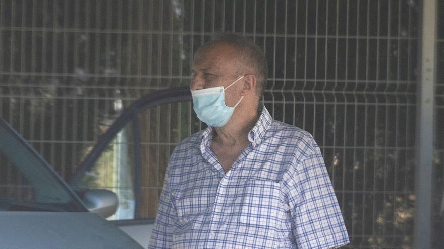 Un grupo de familiares acudió a recoger al ex subdelegado a la salida de Picassent