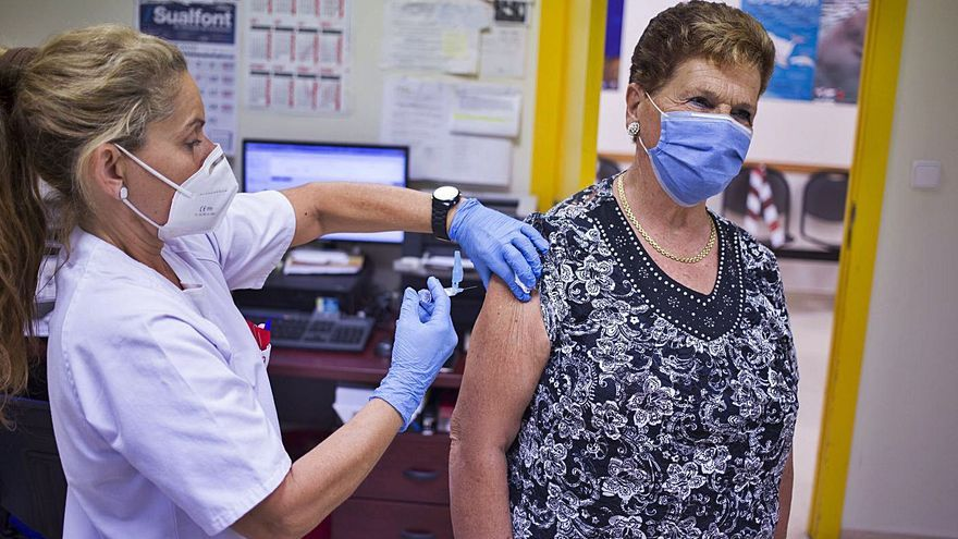 Llaudes espera que el 75 % de la población del área se vacune este año de la gripe
