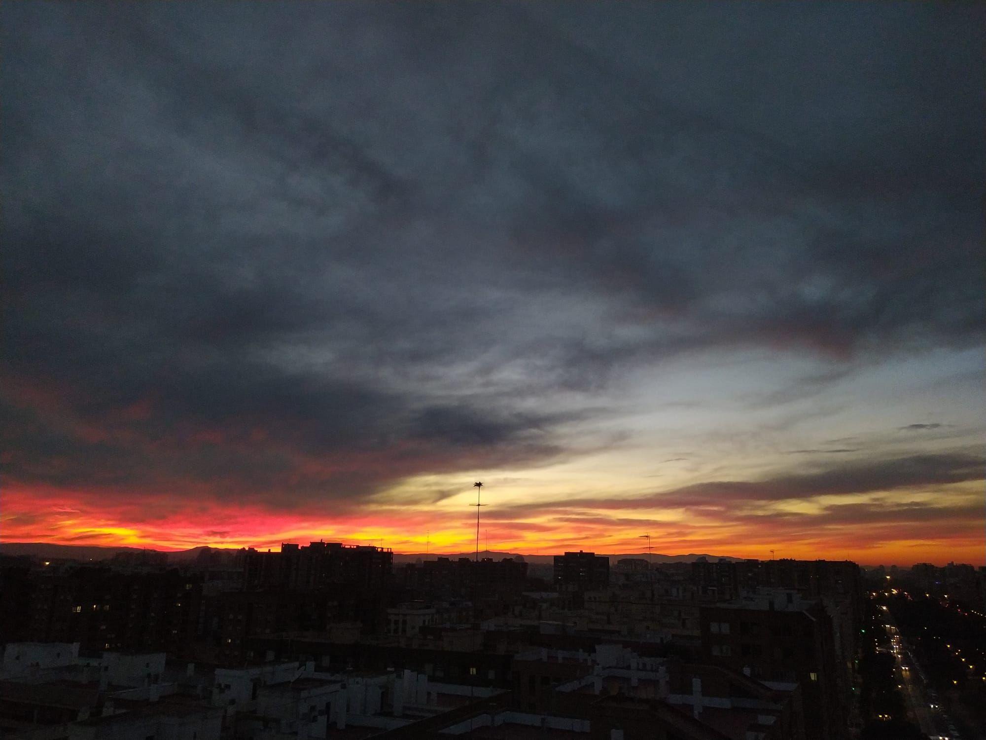 Nuevo candilazo en Valencia: espectacular cielo al anochecer