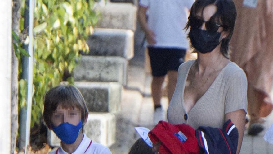 Iker Casillas y Sara Carbonero acompañan a sus hijos en el primer día de colegio