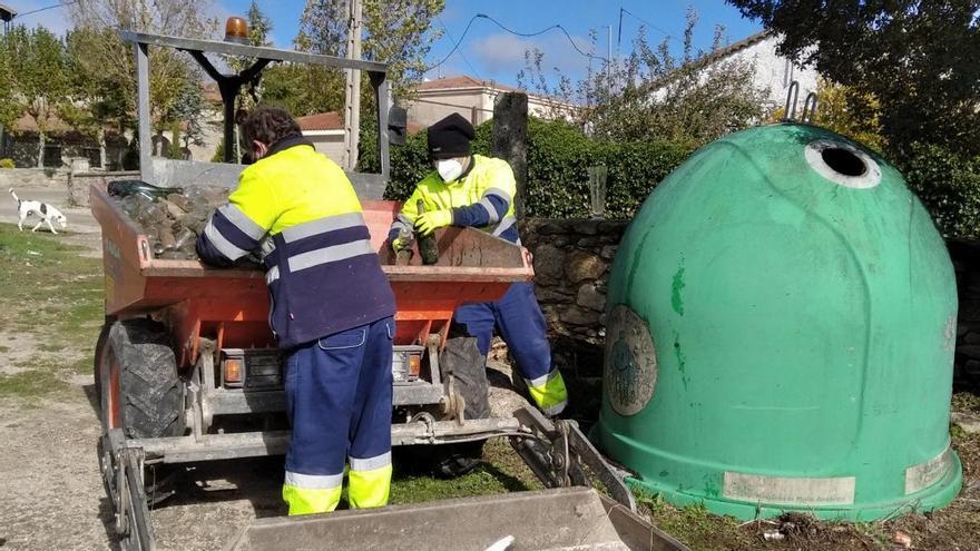 El Ayuntamiento de Torregamones recoge más de tres mil kilos de botellas tiradas en pleno Parque Natural