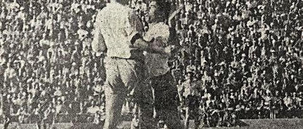 Momento en el que Óscar y Gallardo se golpean en los minutos finales del partido. La acción acabó con la expulsión de ambos futbolistas.