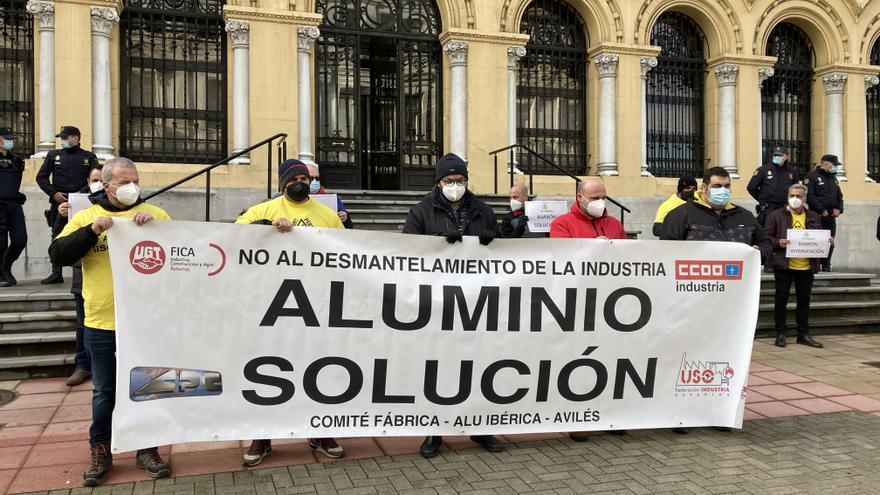 """La """"pasividad"""" de Barbón con Alu Ibérica prende la mecha de las movilizaciones"""