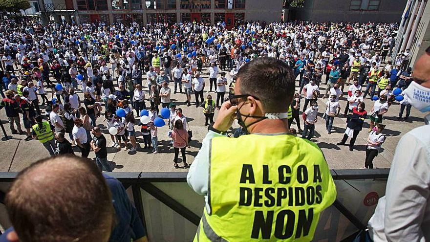 """El comité de Alcoa se reúne con los aspirantes a comprar San Cibrao para """"evitar el error"""" de A Coruña"""