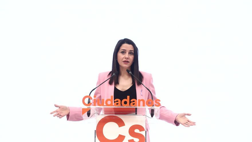 Arrimadas relega a los dos negociadores de la moción de censura en Murcia